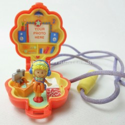 Polly in her Music Room Locket 1991 Complete - Polly Pocket Bluebird vintage